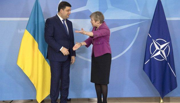 Гройсман пригласил руководство НАТО - оценить изменения в Украине