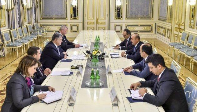 Порошенко и Чавушоглу обсудили создание ЗСТ между Украиной и Турцией