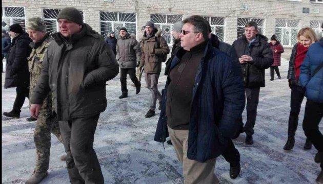 Линкявичюс приехал в Авдеевку, чтобы увидеть последствия обстрелов