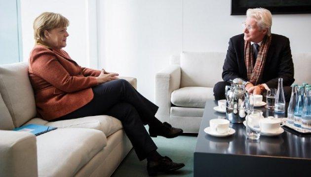 Меркель и Гир поговорили о кино и политике