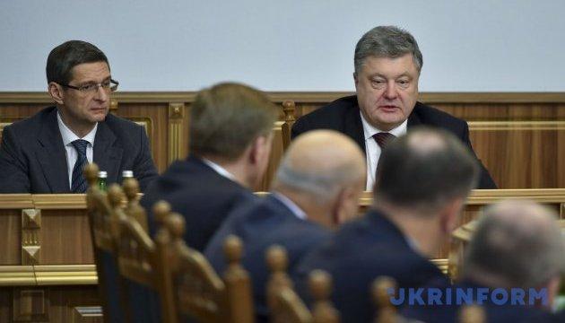 Порошенко опровергает, что украинским военным запрещено стрелять в ответ