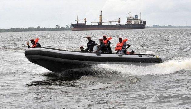 Стан викрадених піратами членів екіпажу BBC Caribbean задовільний – МЗС