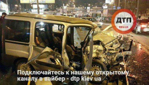Большое ночное ДТП в Киеве: двое погибших, восемь пострадавших
