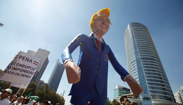 В столице Мексики тысячи людей вышли на протест против Трампа