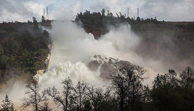 В Калифорнии эвакуируют 130 тысяч человек из-за угрозы разрушения плотины