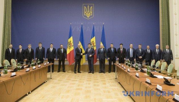 Гройсман проводит встречу с премьером Молдовы