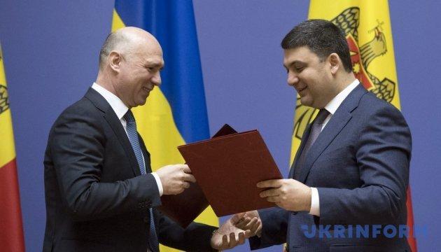 """Украина и Молдова подписали соглашение на """"8 конкретных пунктов"""""""