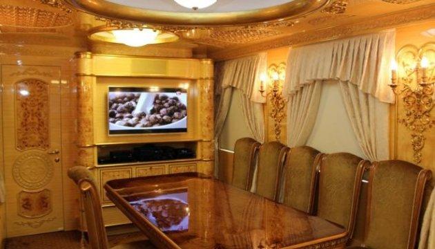 "Ukrsalisnyzja zeigt ""Royal-Waggons"""