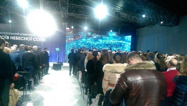 Президент: 72 бригада под Авдеевкой продолжает Революцию Достоинства