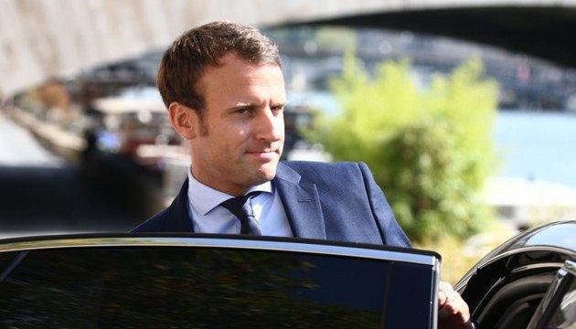 Макрон пропонує створити у Франції кібервійська