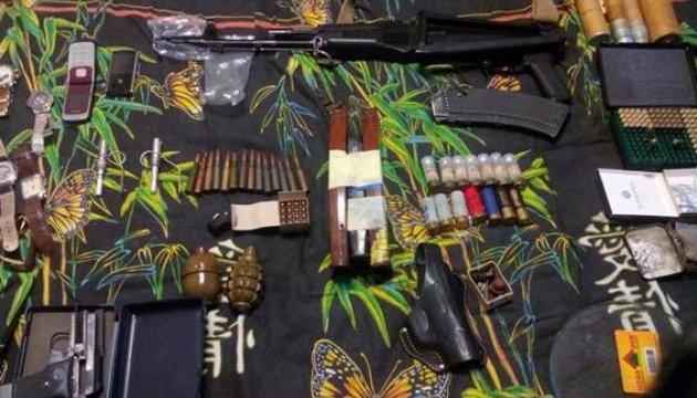 """У киевлянина нашли гранаты Ф-1, """"калаш"""", пистолеты и наркотики"""