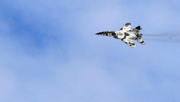 Українські авіатори відпрацювали нічні польоти на винищувачах Су-27