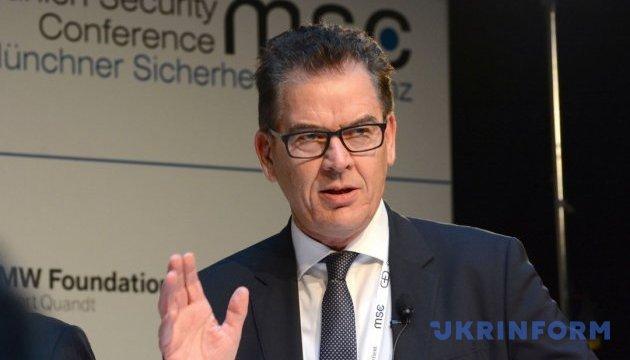 Німецький міністр попереджає про 100 мільйонів африканських біженців