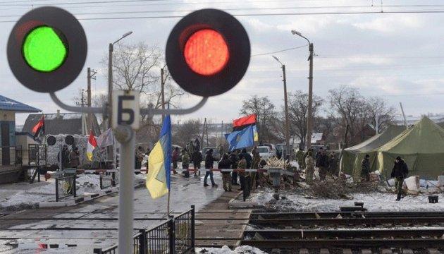 ФПГ Ахметова и Коломойского: Два взгляда на донбасскую блокаду
