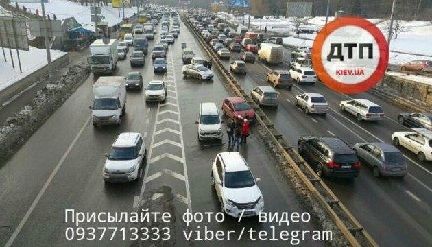 На киевском проспекте столкнулись пять автомобилей, есть пострадавший