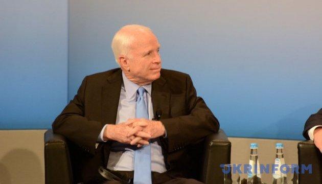 Маккейн напомнил в Мюнхене, что россияне убивают украинцев каждый день