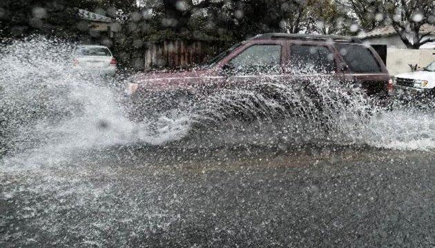 Калифорнию охватил мощный шторм: заливает целые районы, отменяются авиарейсы