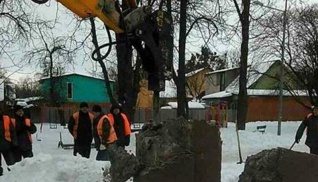 В Сумах снесли памятник