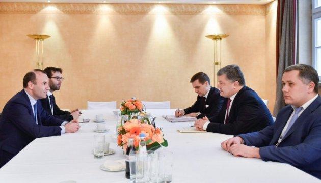 Порошенко получил заверения в неизменной поддержке Украины со стороны ЕНП
