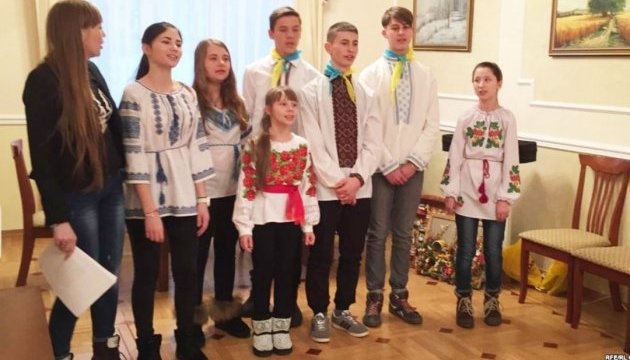Дети из Волновахи и Прикарпатья презентовали в Праге проект о мире для Украины