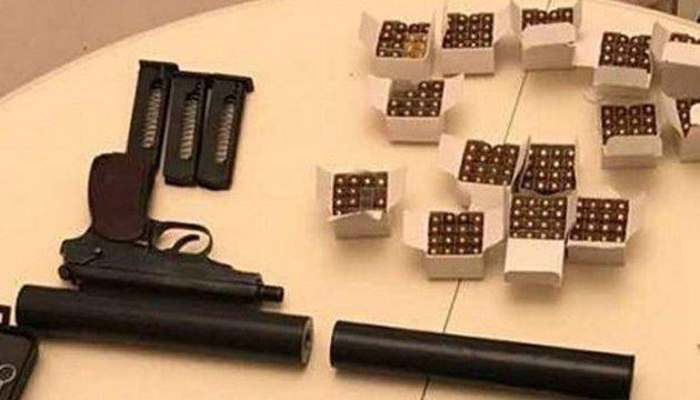 Гражданин России держал в Киеве два пистолета с глушителями