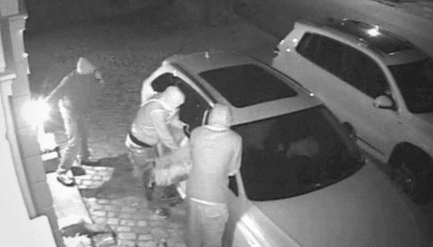 Прикордонники викрили схему легалізації автівок, викрадених в Євросоюзі