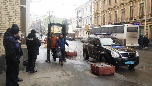 Безопасность в Киеве охраняют 6500 правоохранителей и нацгвардейцев