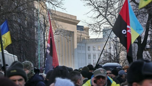 """Семенченко говорит, что оставляет на Банковой """"нормальный гарнизон"""", остальные — на Донбасс"""