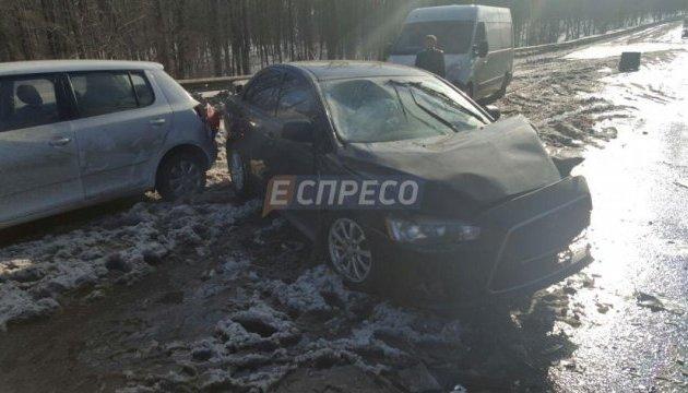 У Києві на Окружній зіткнулися кілька автомобілів
