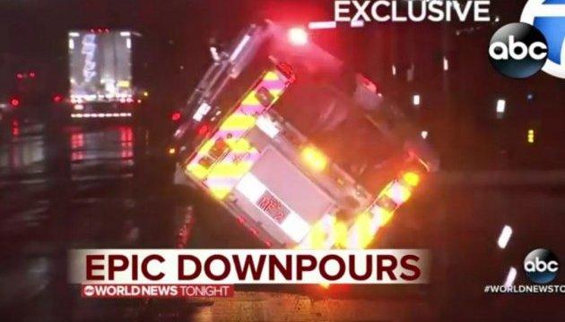 Дві машини провалилися під асфальт на очах у мешканців Лос-Анджелеса