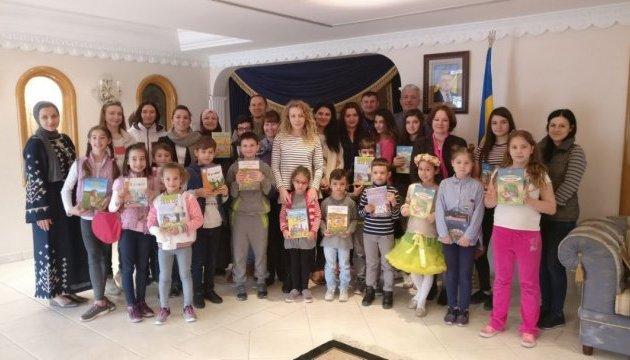 В українську школу в Кувейті передали підручники рідною мовою