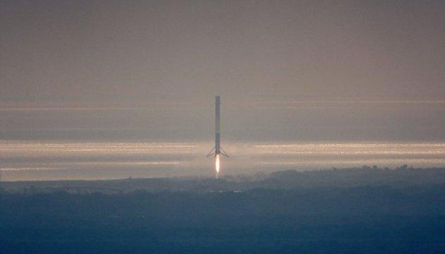 Дрон зафільмував ефектне повернення SpaceX на майданчик