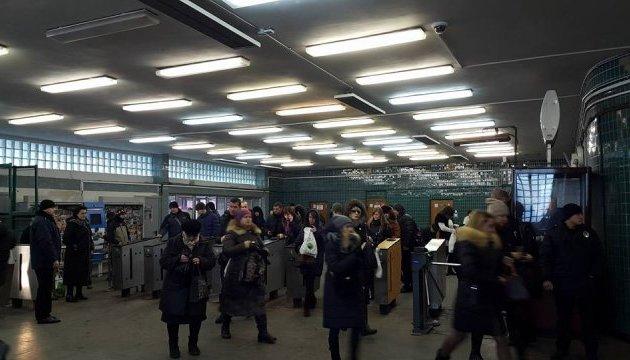 Через велику кількість пасажирів у Києві закривали вхід у метро