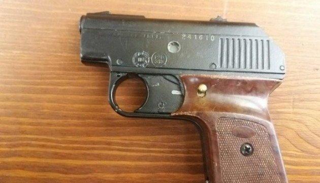 У центрі Києва поліція вилучила пістолет і гранату