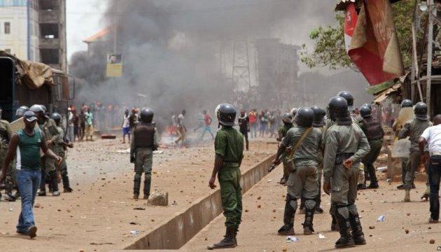 В Гвинее школьники протестовали вместе с учителями