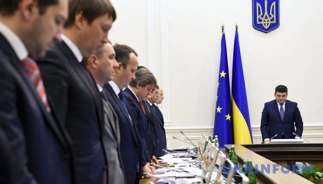 Кабмин начал заседание минутой молчания в память о Раисе Панасюк