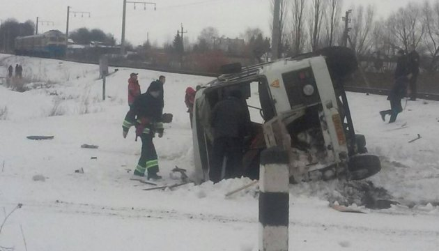 На Вінниччині автобус зіткнувся з електропоїздом