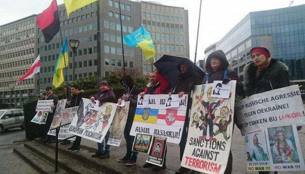 У Брюсселі нагадали Європі про злочини режиму Путіна та підтримали Сущенка