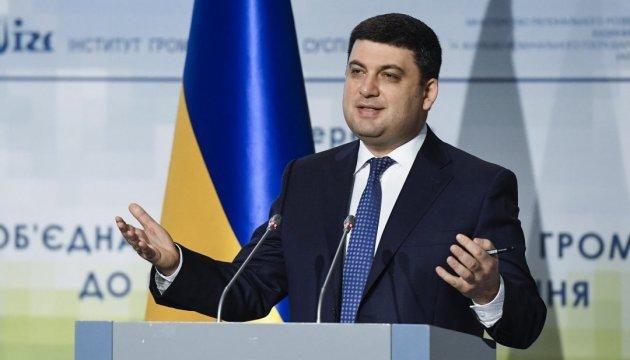 Гройсман: Знаємо, що Крим повернеться до своєї української родини