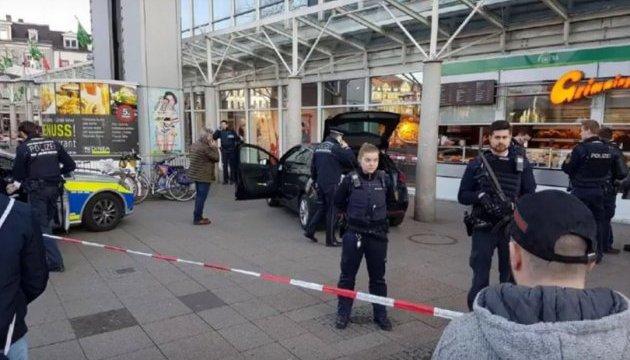 У німецькому Гейдельберзі автомобіль врізався у натовп, є поранені