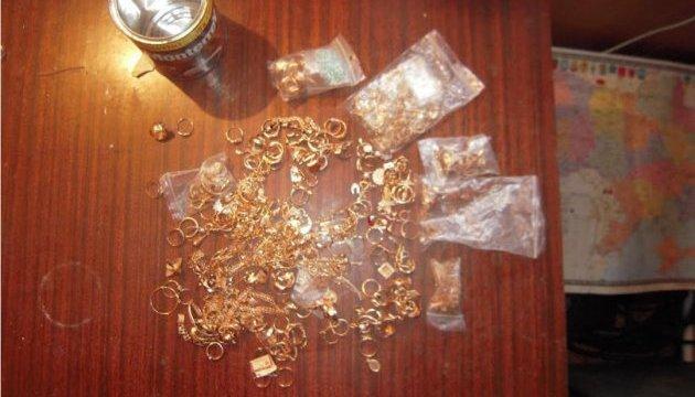 Одеські митники знайшли більше кілограма золота