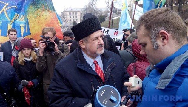 Марш солідарності з кримськими татарами прийшов до Українського дому