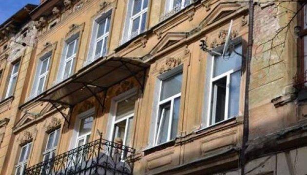 У Львові чоловік відкрив стрілянину з вікна, а потім застрелився сам