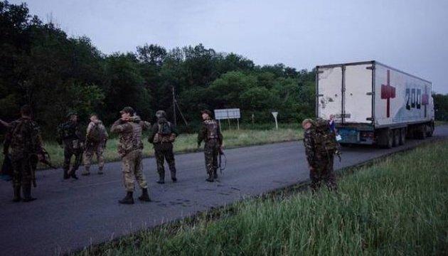 Загиблих на Донбасі окупантів перевдягають у цивільне, щоб приховати втрати