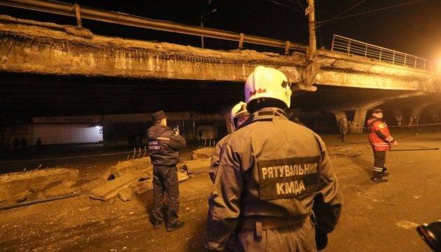 У Києві обвалився Шулявський міст