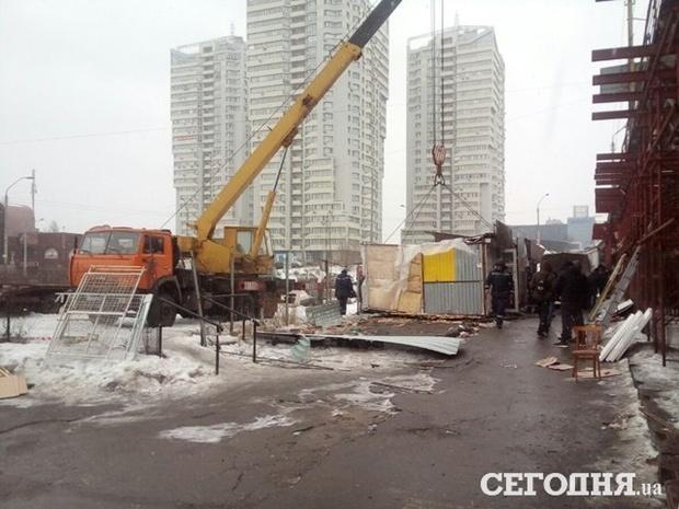 Демонтаж МАФів під Шулявським мостом, 21 лютого 2017 року