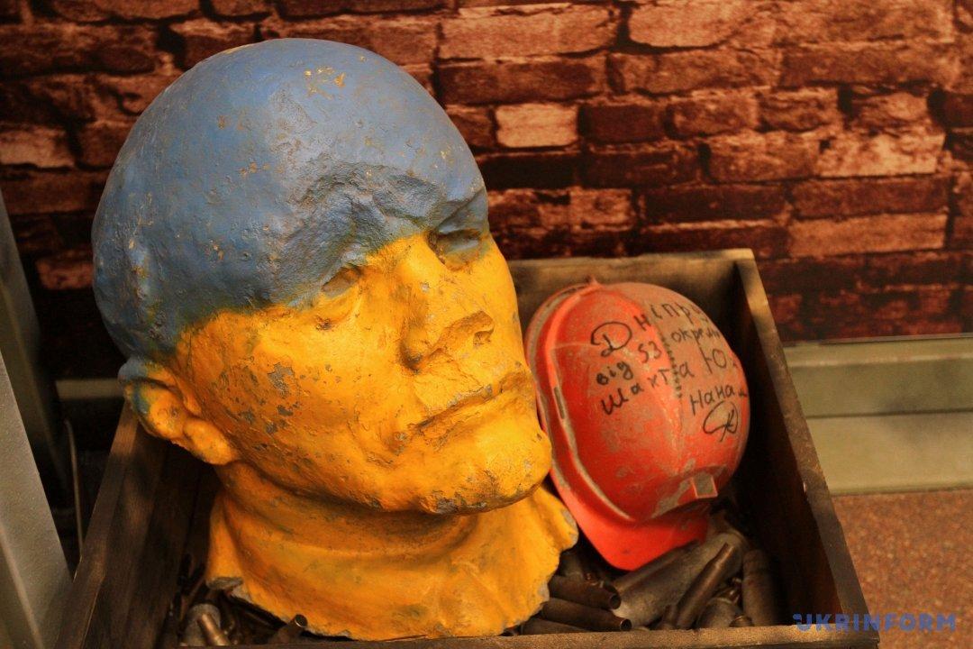 кспонат, голова Ленина, в помещении диорамы