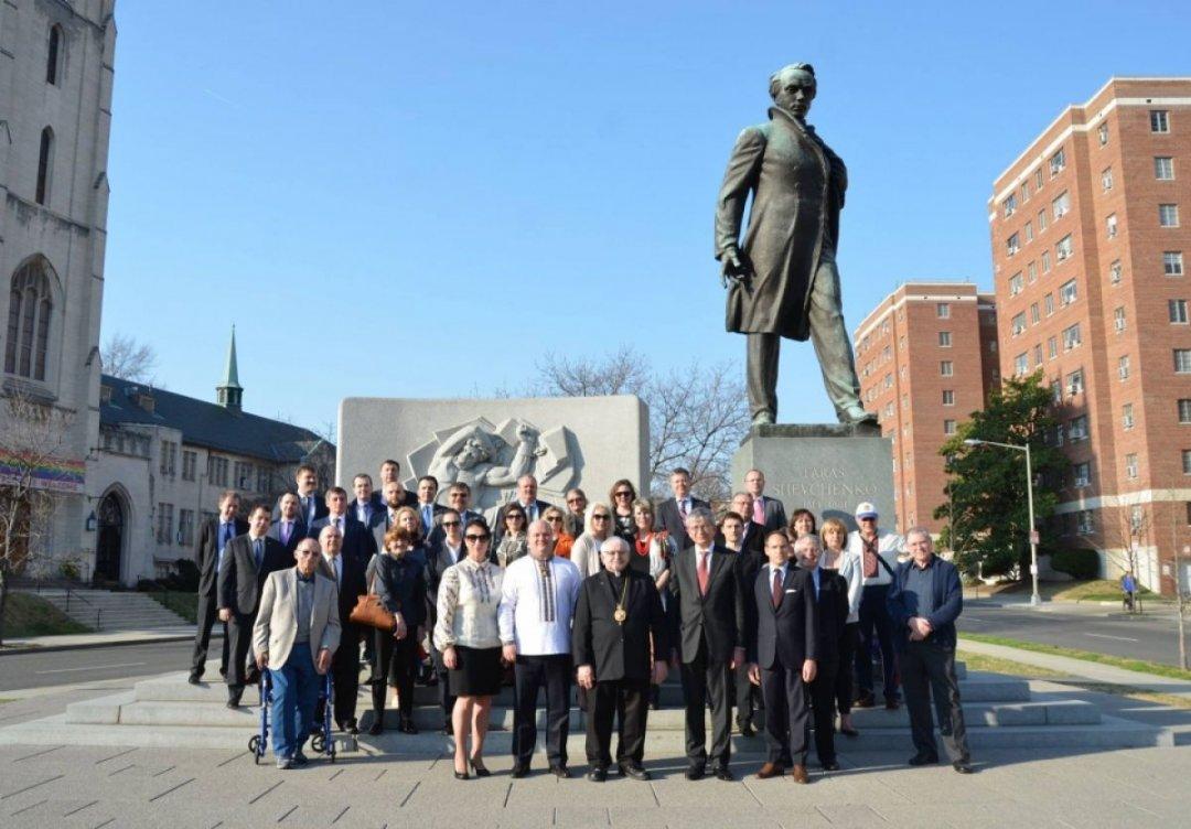 Відзначення річниці з дня народження Великого Кобзаря біля меморіалу Тараса Шевченка (Вашингтон, США)