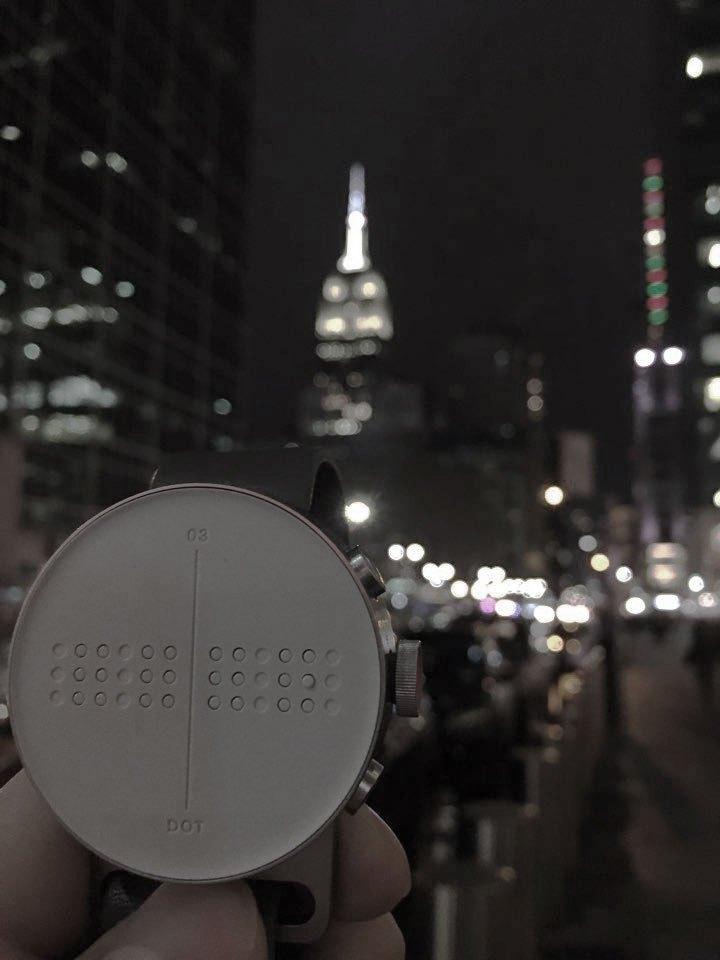 Незабаром старт продажу першого в світі годинника із шрифтом Брайля