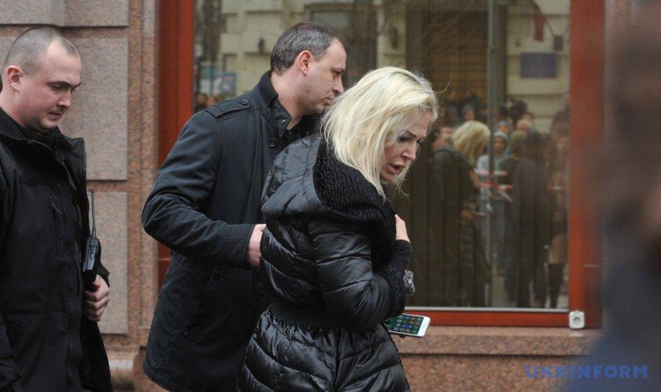 На місце вбивства екс-депутата Держдуми РФ Дениса Вороненкова прибула його дружина Марія Максакова